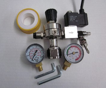 CO2 drukverlager met magneetventiel en manometers